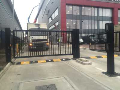 commercial swing gate