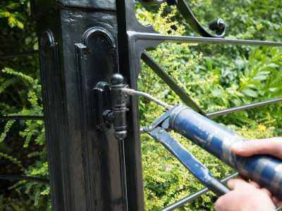 Swing gate maintenance and repairs